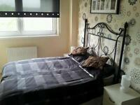 Bedroom for rent in 3 bed flat Kirkintilloch