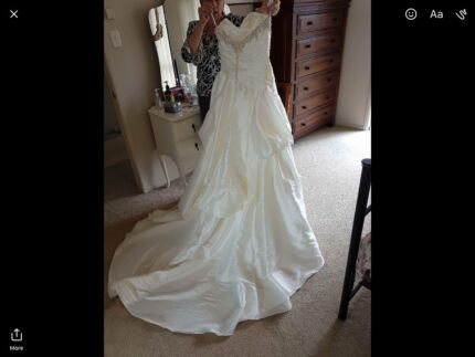 Wanted: Size 10/12 wedding dress