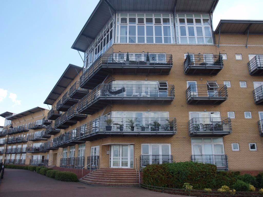 Beautiful 2 Double Bedroom Apartment, Stunning River Views