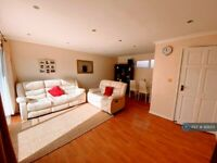 3 bedroom house in Apsley Court, Crawley, RH11 (3 bed) (#928213)