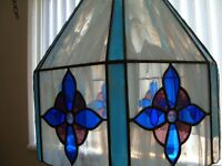 LARGE TIFFANY LEADED GLASS LIGHT FITTING PLUS 1 WALL LIGHT COST £450 BARGAIN £50 THE PAIR