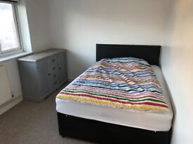 Double room in Addlestone near train station