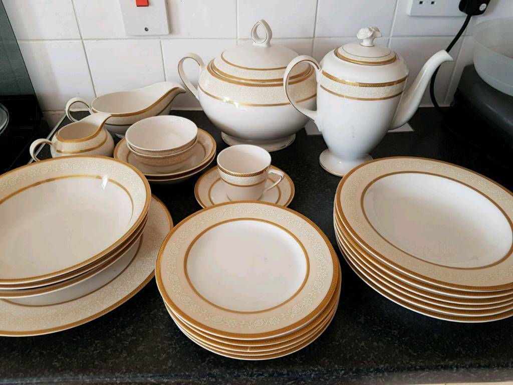 45 piece gold plated dinner set
