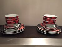 Free to collect - 22 piece dinner set