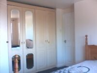 ROOM TO LET LARGE ROOM WITH OWN WC AND BASIN