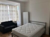 Room double available for rent in 4 bedrooms house in North Finchly