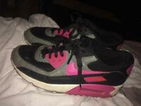 Women's Nike air max size 6 but fits 7