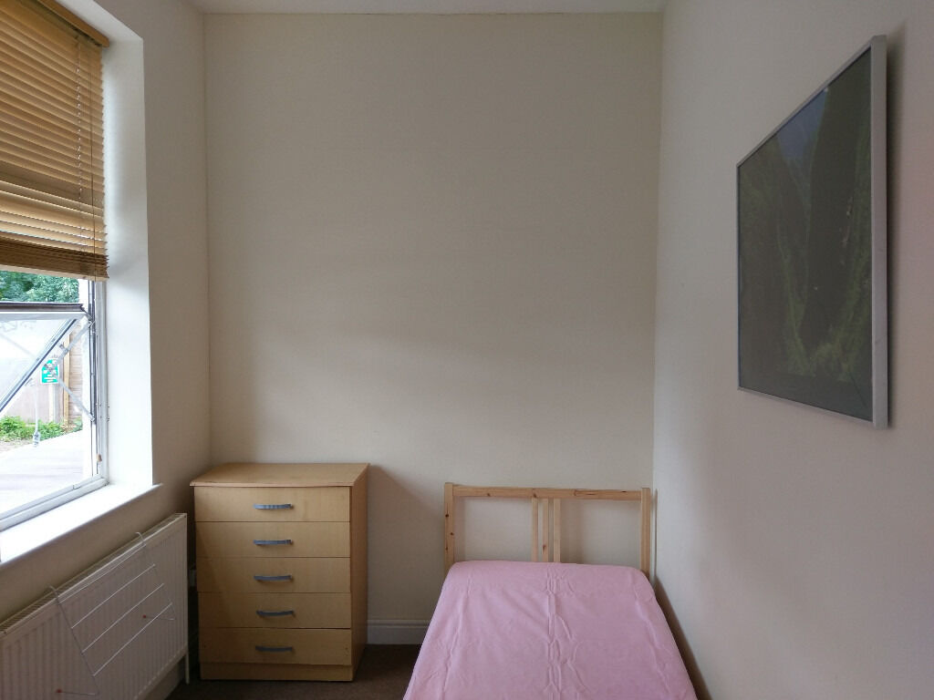 Single room in Hendon Central