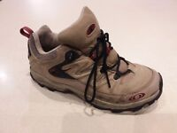 Salomon walking shoes size 8 Euro 42