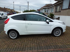 FORD FIESTA 1.4 LITRE AUTOMATIC TITANIUM 2011 FULL FORD SERVICE HISTORY WITH 14800 MILES SINCE NEW.