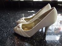 """Size 3 Debut Ivory Courts - brand new - heels 3.5"""" perfect for wedding or party - brand new with tag"""