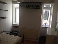 Double Bedroom in sunny flat, original wooden floors, weekly cleaner