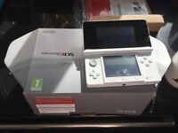 Nintendo 3ds ice white in good condition used a few times