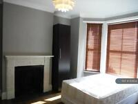 4 bedroom flat in Latchmere Road, London, SW11 (4 bed)