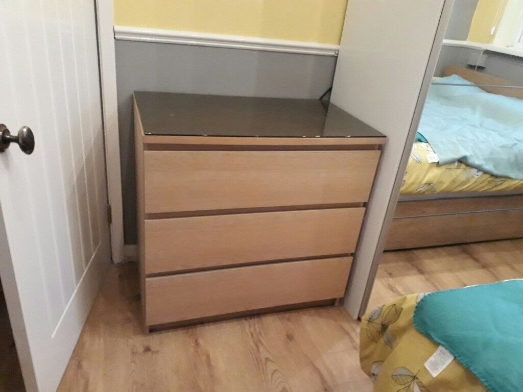 2 matching chest of draws
