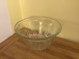 Stunning crystal cut punch bowl with 12 glasses + hooks