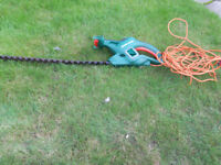 BLACK & DECKER HEDGE TRIMMER---SPARES or REPAIR--ELECTRIC