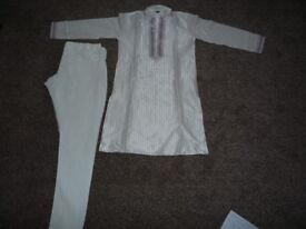 Boys white Indian Suit (Sherwani suit) Age 8, in excellent condition, £10