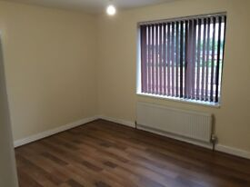LARGE BEDROOMS TO LET
