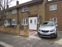 4mins to Canary Warf - Large Double bedroom furnished in 3 Bed house with 2 house mates