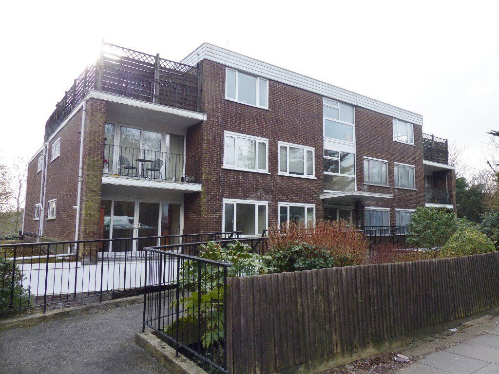 October Place, Holders Hill Road - a two doube bedroom ground floor flat