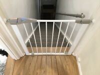 Lindam Sure Shut Axis Pressure Fit Safety Gate 76-82 cm, White