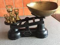 The traditional balance scales (Metal and Brass)