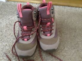 Hardly worn ladies hiking boots