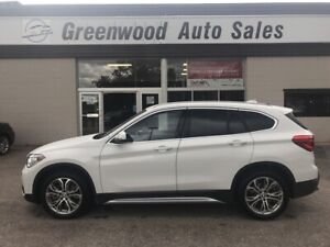 2019 BMW X1 xDrive28i 's, back up cam!