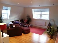 Fabulous 2 Bed 2 Bath Flat Just 10 Seconds Walk to Wimbledon park Tube Station !!!