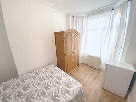 Cosy single room to let 10 minutes from East Croydon Station. ALL BILLS INCLUDED.