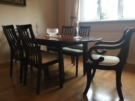 Beautiful mahogany extending dining table and six chairs including. two carvers