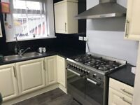 CLEAN SINGLE DOUBLE BEDROOM FLAT SHARE NEAR BOLTON TOWN CENTRE CLOSE TO MANY AMENDITIES