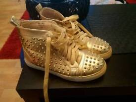 boots gold stud 3