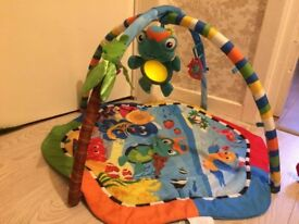 *BARGAIN* CLEARENCE Educational mat play UNDERWATER exotic with soft turtle changing light palm
