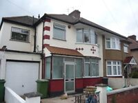 BRIGHT SPACIOUS 2-3 DOUBLE BEDROOM FLAT, INCL.OF COUNCIL TAX & WATER RATES, CLOSE TO GLADSTONE PARK