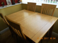 CONTEMPORARY DESIGN SOLID OAK EXTENDING TABLE AND FOUR CHAIRS