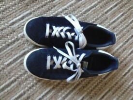 Mens Adidas trainers (Stan Smith) size 8 in navy