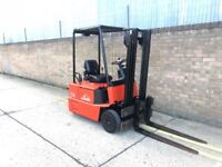 Linde e14 electric forklift, with charger ready to go