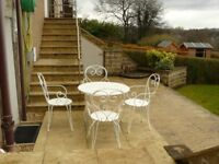 Patio Table and 4 Chairs (Wrought Iron, Great condition)
