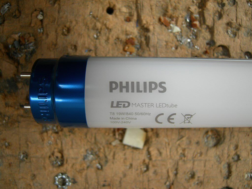 4 FOOT AND 5 FOOT PHILIPS LED TUBES