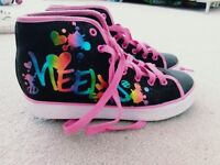 Size 6 as new condition girl heelys