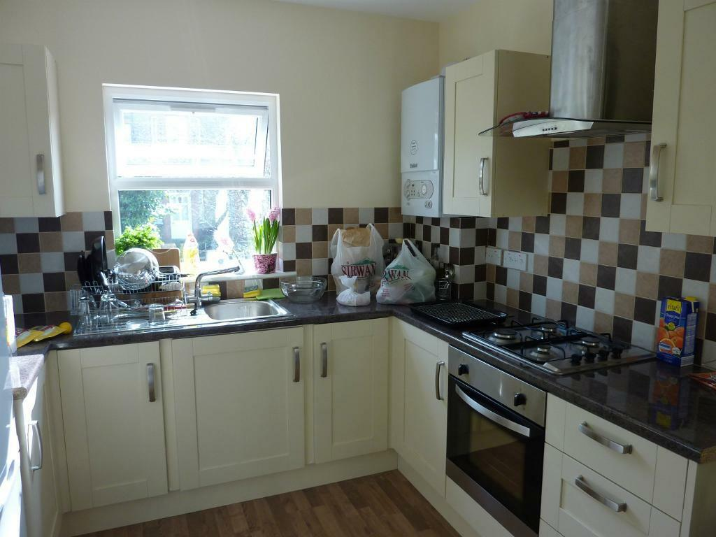 Muswell Hill N10. 2 Bed Flat Available NOW. Close to Tube, TRAIN, AMENITIES, SHOPS, PARKS, N22