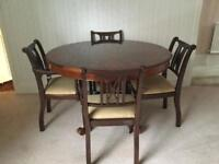 Round dining table : 4 chairs ( 2 carvers)