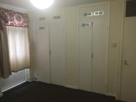 Large Furnished Double room -2/3 mins walk from Devons Rd DLR, £550/m all bills inc, Zone 2
