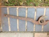 Large cranked adjustable spanner
