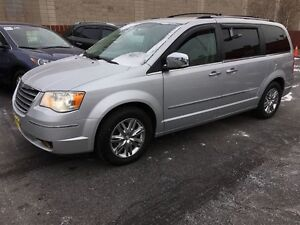 2010 Chrysler Town & Country Limited, Automatic, Back Up Camera,