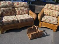 Lovely conservatory suite in very good condition.