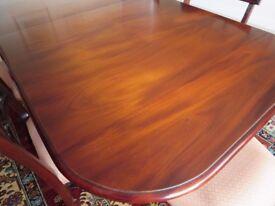 Mahogany dining table on pedastal legs