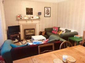One-bedroom flat in Central St Andrews from 1 July - postgrads or professionals